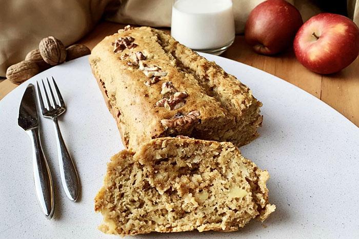 Smells Fine: Refined Sugar Free Apple Cake Recipe